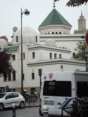 la Compagnie Républicaine de Sécurité, hier devant la Grande Mosquée de Paris, photo Alina Reyes