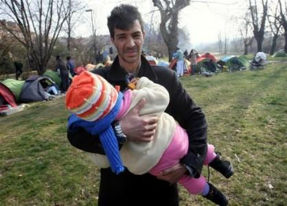 depuis-le-milieu-de-la-semaine-derniere-une-soixantaine-de-roms-de-macedoine-du-kosovo-et-de-serbi