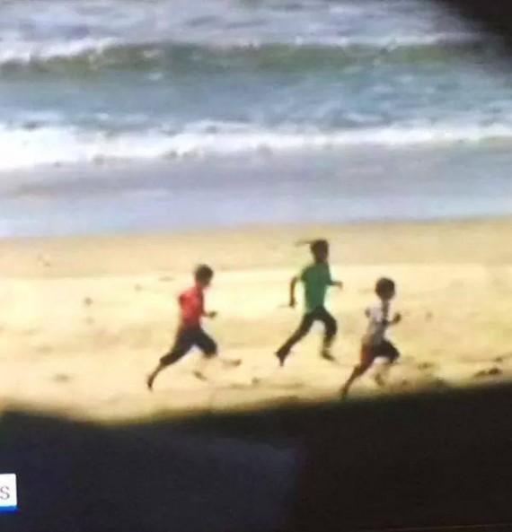 enfants plage gaza
