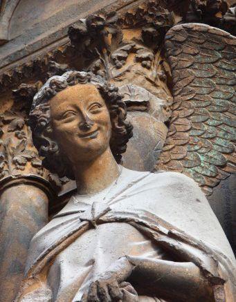 L-ange-qui-sourit-statue-cath-drale-Reims