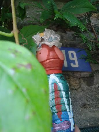 mme terre contre le mur de jarry