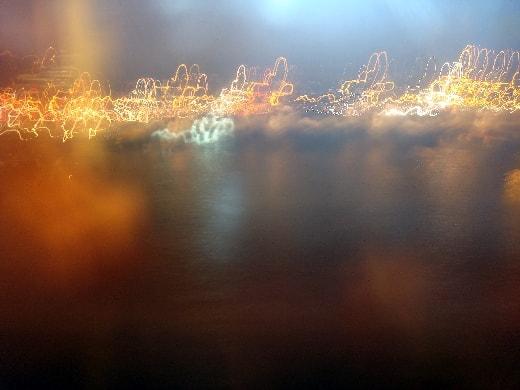 à la fenêtre du métro-min
