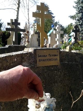 mise de terre au cimetière russe-min