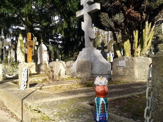 mme terre au cimetière russe-min