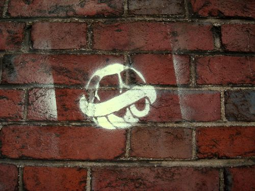 sur le mur du cimetiere montmartre 2