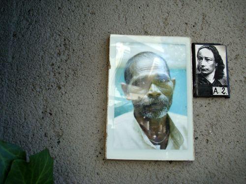 sur le mur du cimetiere montmartre 4