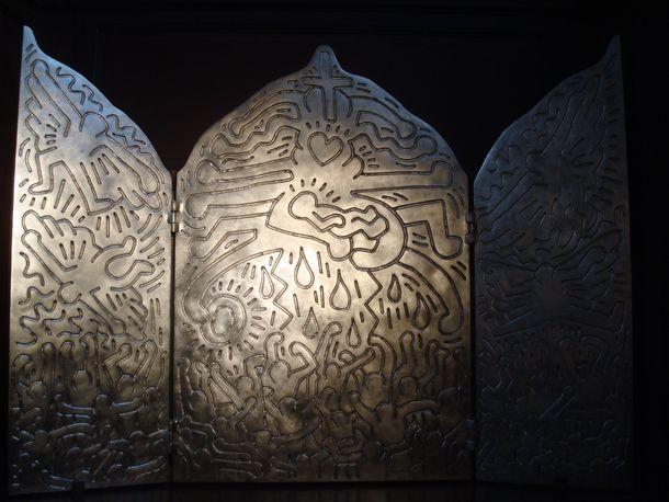 une œuvre de Keith Haring dans l'église Saint-Eustache