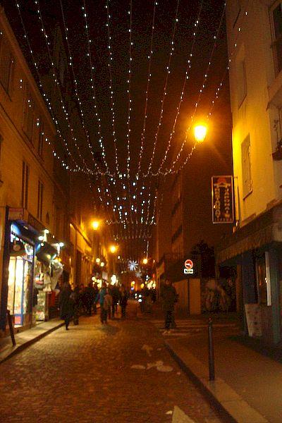 rue Mouffetard, ce soir, photo Alina Reyes