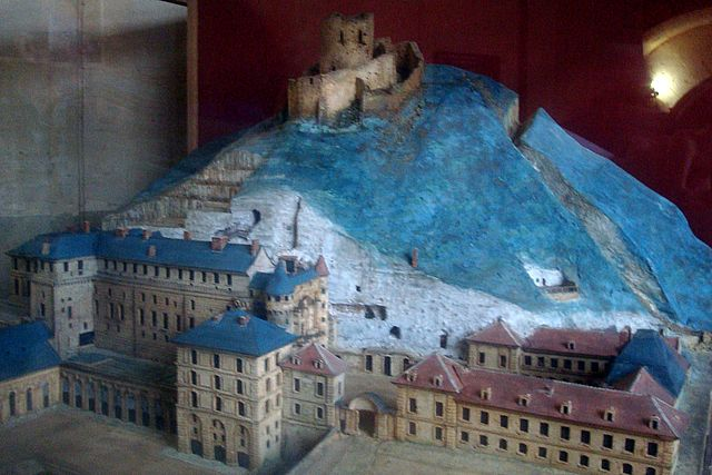 chateau la roche guyon 2