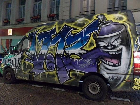 camion rue mouffetard-min