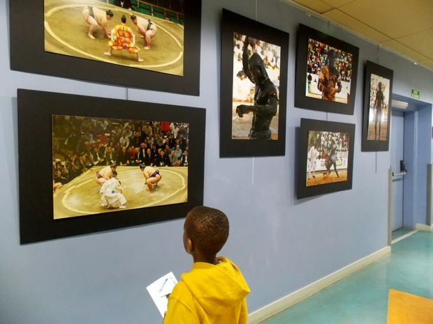 """J'ai fait ces photos hier au centre d'animation de mon quartier, où se terminait une exposition """"Sumo d'Afrique et d'Asie"""", par Soumaïla Ouedraogo"""