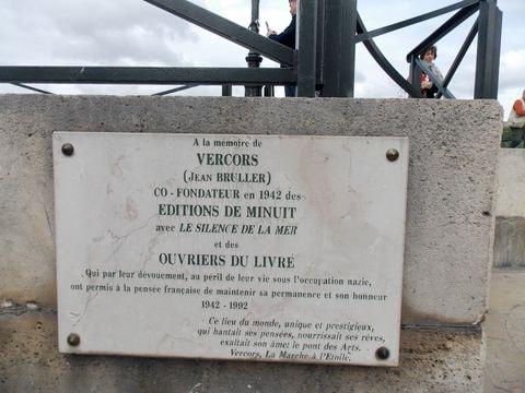 Plaque au Pont des Arts