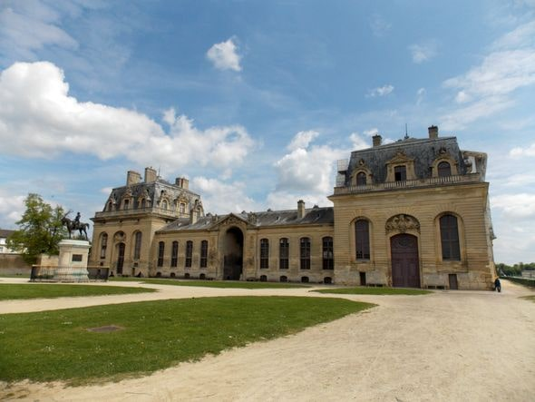 senlis chantilly 2-min