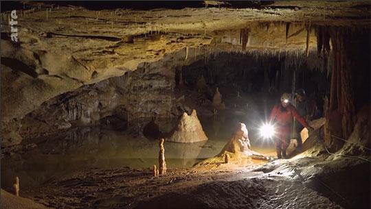 neandertal-bruniquel-grotte