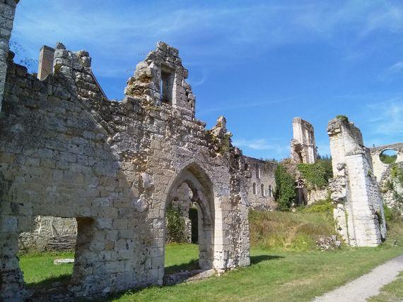 abbaye de mortemer 2-min