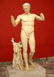 """Le Diadumène """"Celui qui se ceint du bandeau de la victoire"""") du sculpteur Polyclète (Ve siècle av. J.-C.)"""