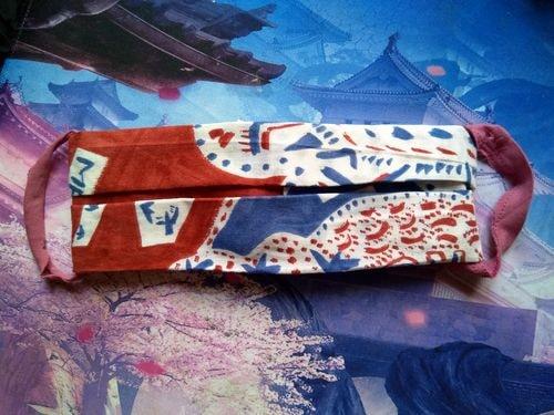 J'ai plié mon bandana (que m'avaient offert des Japonais), il est devenu un masque