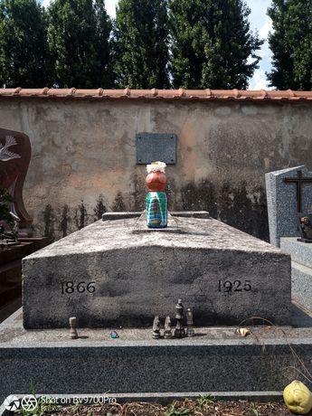 sur la tombe de satie 5-min