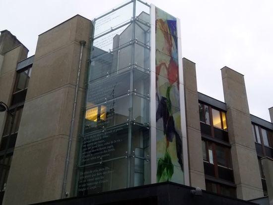 Le couvent Saint Jacques et ses passages de l'Apocalypse en façade, ces jours-ci à Paris, photo Alina Reyes