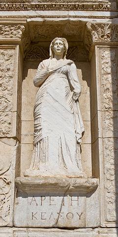 Une statue d'Arété, reine des Phéaciens, à Ephèse (image wikimedia)