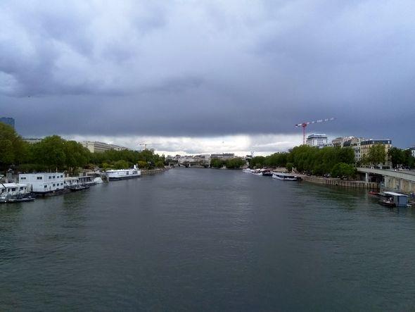 Lumière sur la Seine, cet après-midi en rentrant à pied de chez les tatoueuses et tatoueurs, photo Alina Reyes